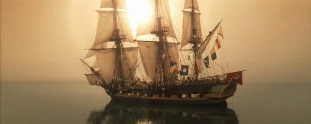 HMS Surprise bez wiatru w żaglach