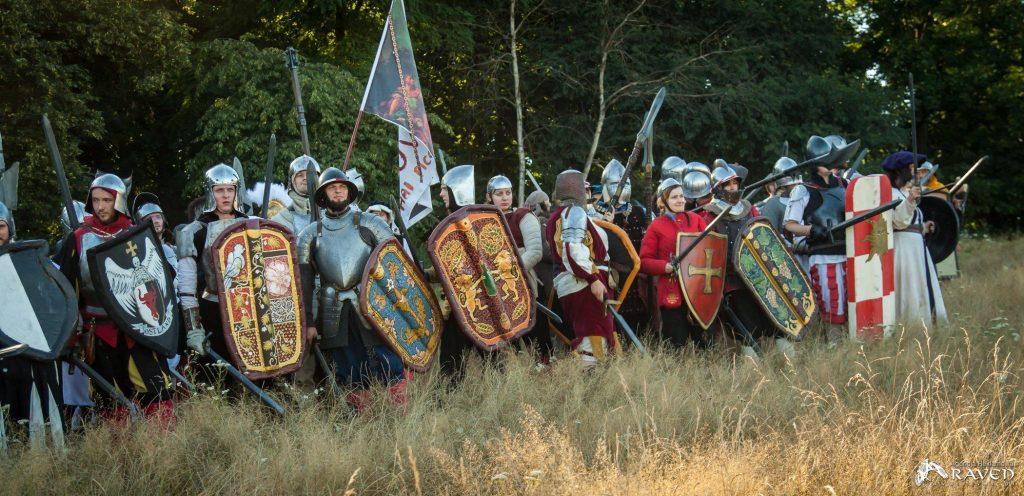 Linia bitewna Tileańczyków i żołnierzy Imperium na larpie Battlequest 2017