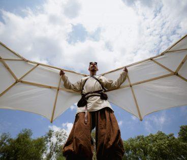 Gracz ze skrzydłami Ikara