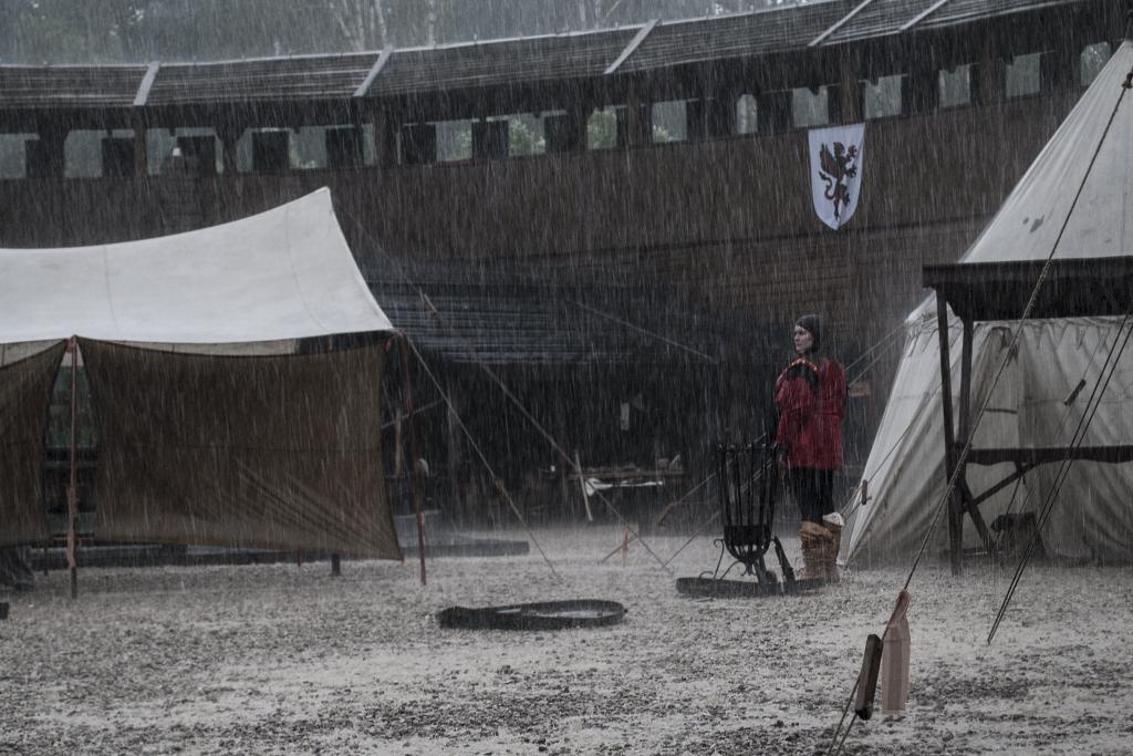 Gwardzistka w deszczu